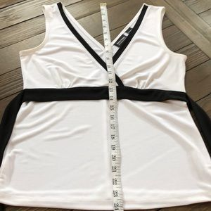 New York & Company Tops - New York & company adorable white w/blk trim top